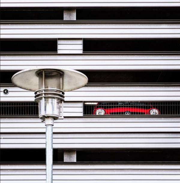 Anke Leichtlein - La voiture rouge - CdF papier couleur